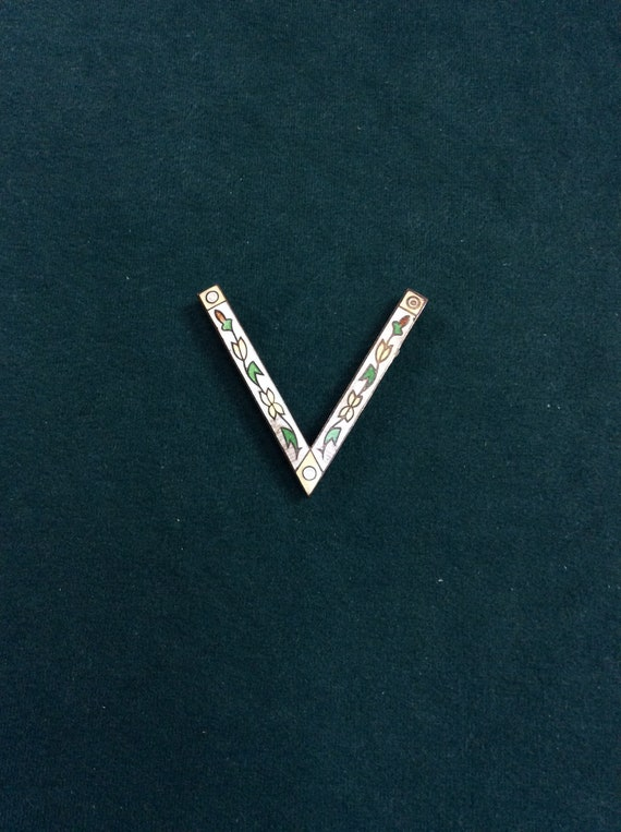 V for Victory Pin Guilloche Enamel Flowers WWII Sw