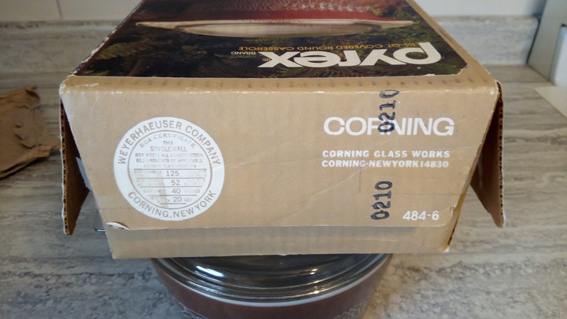 HTF Pyrex woodland boxed 484 NOS NIB 1.5 qt covered casserole-Brown