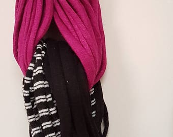 multithreaded braided necklace. Create one inside the other. Black and white stripes with black and grey lines, Monocolour fuchsia insert. Accessories