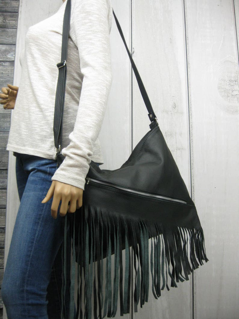 4cbb99bf7b811 Skórzana torebka z frędzlami czarna torebka skórzana crossbody | Etsy