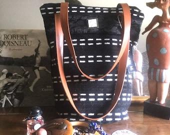 Acrylic wool bag and black velvet hit