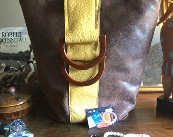 Leather-like toe bag and wooden handles