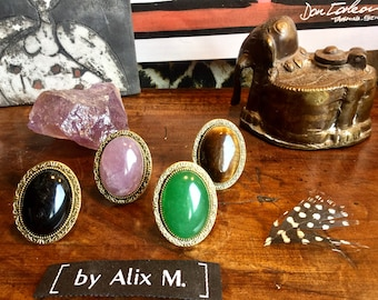 4 Bagues dorées rétro en Obsidienne, Jade lavande, Jade vert de Malaisie et Oeil de Tigre