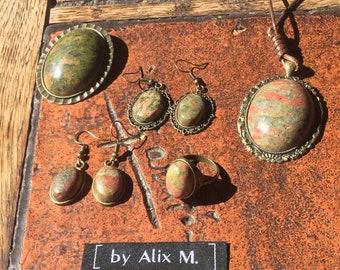 Vintage earrings in Unakite / Epidote