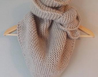 Knit Triangle Scarf / Triangle Scarf / Triangle Scarf Knit / Knit Bandana Scarf / Chunky Knit Scarf / Knit Scarf / Chunky Scarf