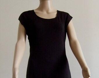 P'tite short black sheath dress with short sleeves, hem edges