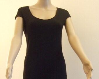 P'tite short black sheath dress with short sleeves, edges cut with vineyard