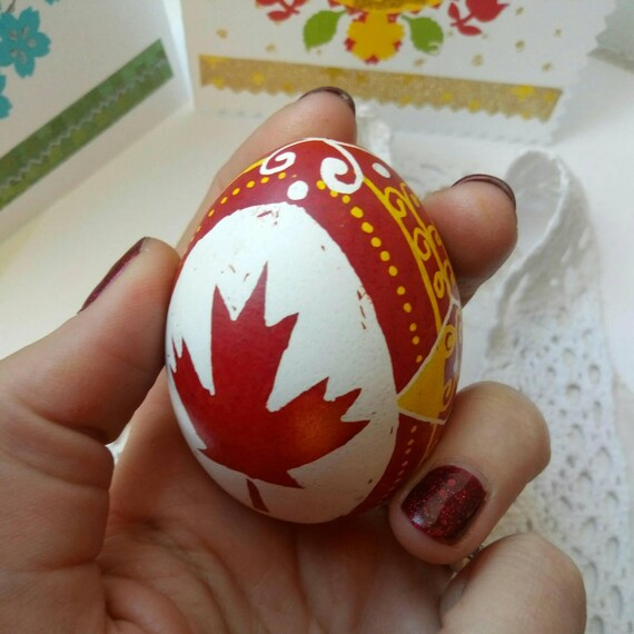 pysanka canada, egg pysanka on chicken egg shell, Vivid beautiful colors,  pysanky, ukrainian easter egg, batik painted eggs,decorated eggs