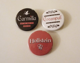 "Carmilla, Hollstein, Creampuff, badges buttons (1,75"")"
