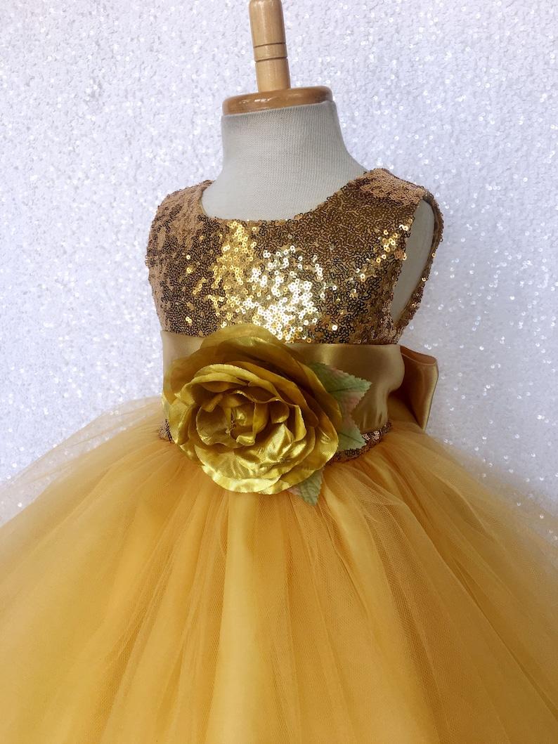 dc2fff2361b48 Sequin mini robe or jaune sans manches 2 couche Tulle ceinture