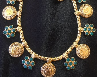 Simple elgant gold plated necklace with faux emerald stones