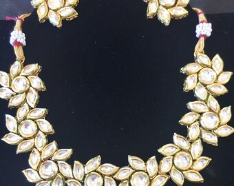 Stunning Kundan necklace comes with an adjustable cord