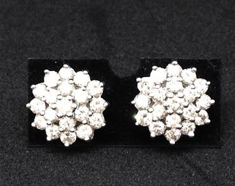 Daisy cluster earrings in 18 carat white gold