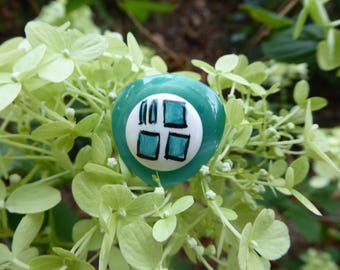 Vernian - green colored square button ring