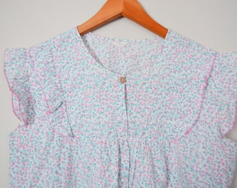 4fd9e1a77f1 Vintage Floral Women s Blouse Size XL   Ruffle Sleeve Gragero Pink and  Green Button Down Top   Flutter Sleeve Summer Shirt Nursing Friendly