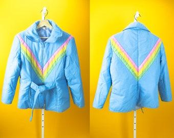 Vintage 70s Rainbow Stripe Jacket MONTGOMERY WARD Light Pastel Baby Blue Ski Rain Outerwear ⋆ That 70s Show Street Hip Hop Retro Outfit