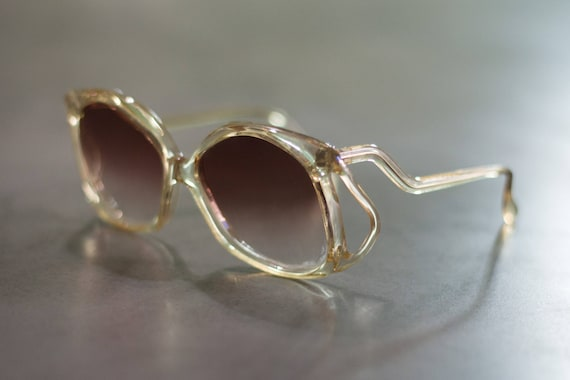 0814b42f3a Retro Tilted Sunglasses Oversized Clear Gold Frame Dark