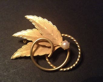 Vintage Mid Century Gold Tone Tri Leaf Broach Pin