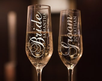Set of 2, Wedding Champagne Flutes, Bride Groom Personalized Champagne Glass, Wedding Toasting Flutes, Wedding Favors, Gift for Couples #N2