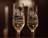 Set of 2, Wedding Champagne Flutes, Mr and Mrs Personalized Champagne Glasses, Wedding Toasting Flutes, Wedding Favors, Gift for Couples
