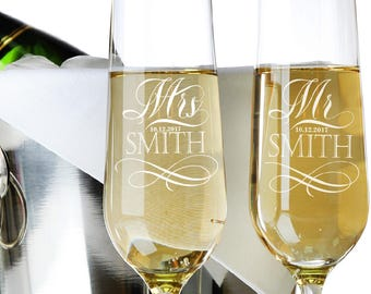 Set of 2, Mr. Mrs. Wedding Champagne Flutes, Personalized Champagne Flute Wedding Favors, Custom Bride and Groom Champagne Glasses #N1