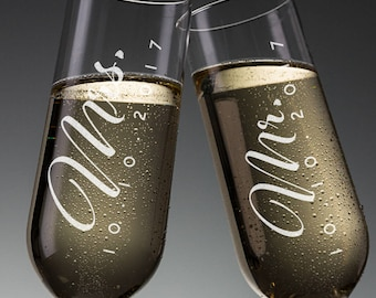 Set of 2, Wedding Champagne Flutes, Mr and Mrs Personalized Champagne Glass, Wedding Toasting Flutes, Wedding Favors, Gift for Couples #N3