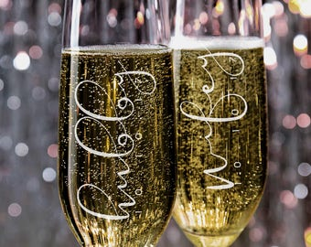Set of 2, Wifey Hubby Wedding Champagne Flutes, Personalized Champagne Flute Wedding Favors, Custom Bride and Groom Champagne Glasses #N12