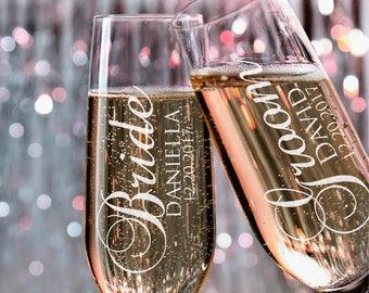Set of 2, Wedding Champagne Flutes, Bride Groom Personalized Champagne Glass, Wedding Toasting Flutes, Wedding Favors, Gift for Couples #N2