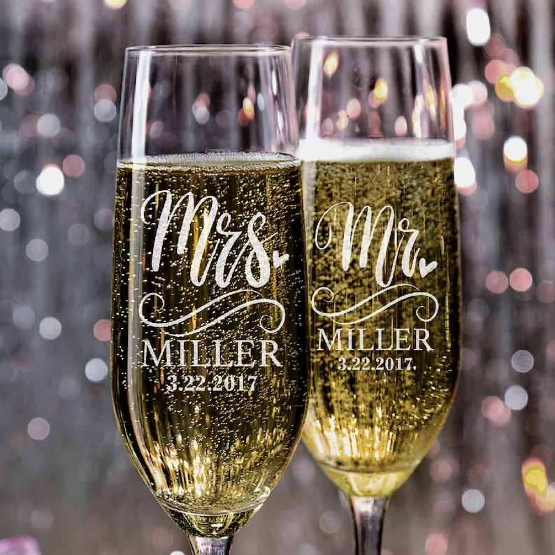 Set of 2 Wedding Champagne Flutes Mr and Mrs Personalized image 0