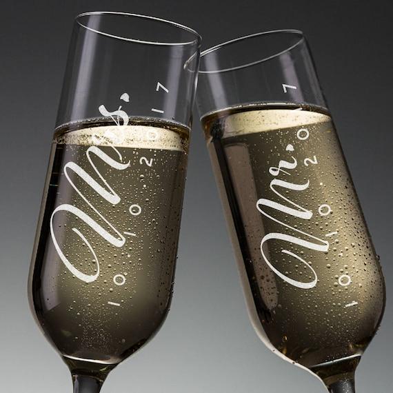 Set Of 2 Mr Mrs Wedding Champagne Flutes Personalized Etsy