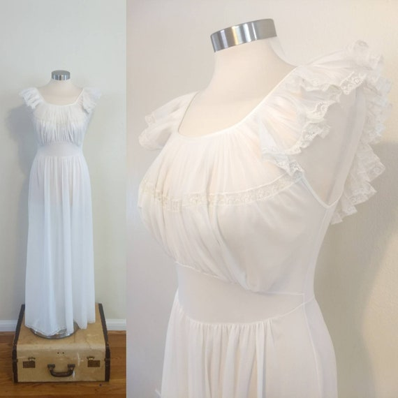 Vintage White Vanity Fair Nightgown... Ruffled Col