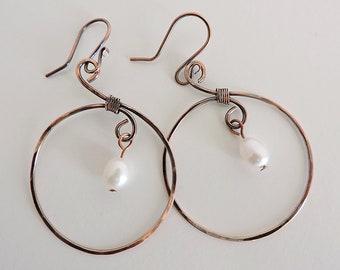 Copper hoop earrings, pearl earrings, hoop pearl earrings, hammered copper earrings