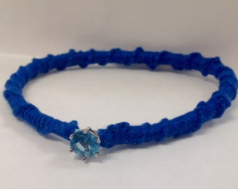 Bracelet with Solitaire in cotton and crystal blue