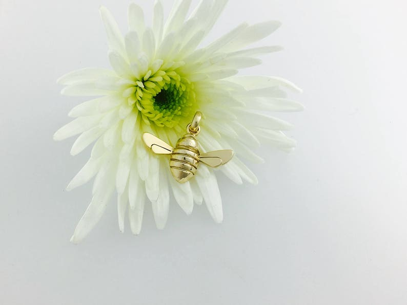 9ct Gold Honey Bee image 0