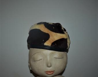 ce45f81a5e30b Vintage Marshall Field giraffe pillbox hat