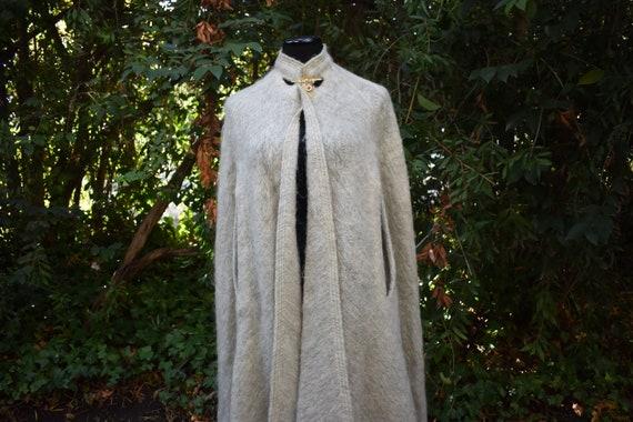 Vintage Mohair Pauline Trigere cape - image 5