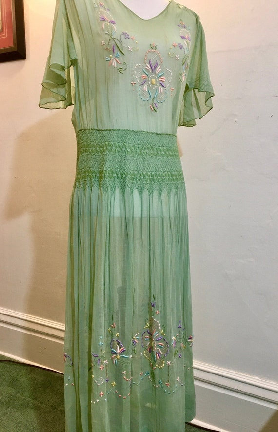 Vintage 1920s-1930s Hungarian hand embroidered dre