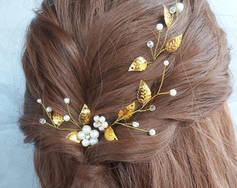 Beauty beast wedding hair piece Fall wedding hair accessories Gold leaf hair pin Pearl bridesmaid Vine bobby pin jewelry Elven headpiece