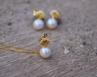 Seashell with pearl necklace - Pearl sea shell necklace