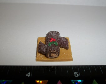 1:12 One Inch Scale Dollhouse Miniature Handcrafted Christmas Yule Log Dessert Cake Doll Food 984