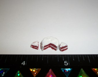 1:24 One Half Inch Scale Dollhouse Miniature Christmas Holiday Handcrafted Red Velvet Cake Dessert Food for Dolls 9 mm ~ 758