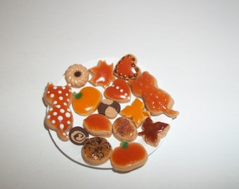 Dollhouse Miniature Autumn Cookies / Doll Fake Food ~reference Barbie hand for size 814