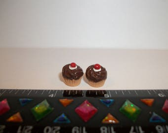 1:6 Play scale Dollhouse Miniature Handcrafted 2 Chocolate Cherry Cupcakes Dessert Doll House Food 940