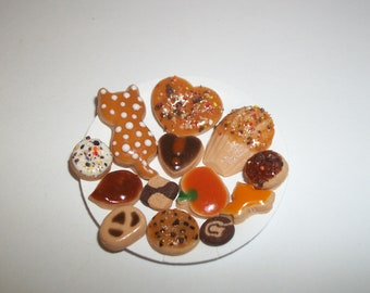 Dollhouse Miniature Autumn Cookies / Doll Fake Food ~reference Barbie hand for size 813