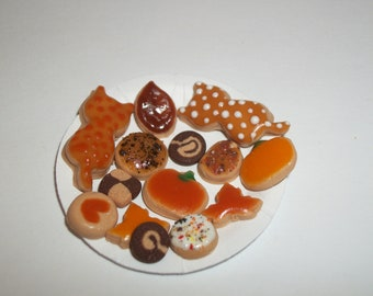 Dollhouse Miniature Autumn Cookies / Doll Fake Food ~reference Barbie hand for size 812