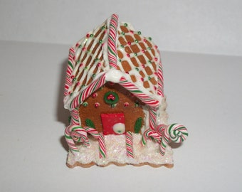 Dollhouse Miniature Christmas Gingerbread House Dessert Doll Decoration Fake Food ~ reference Barbie / Fashion Doll hand for size 1601