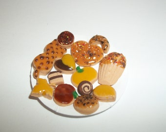 Dollhouse Miniature Autumn Cookies / Doll Fake Food ~reference Barbie hand for size 815