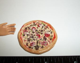 1:6 Playscale Dollhouse Miniature Handcrafted 37 mm Supreme Pizza Food for the Doll House - reference Barbie hand for size 989