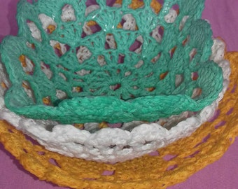 crocheted little basket, crocheted bowl, crocheted serving dish