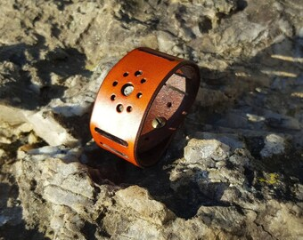 Vegetable tanned leather strap.